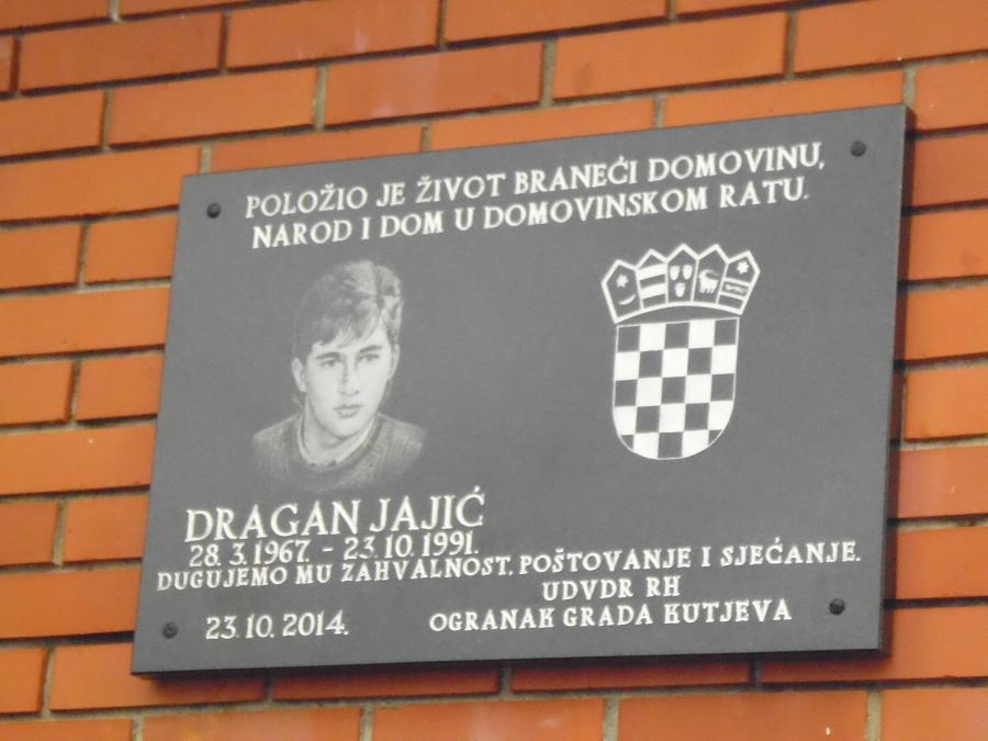 U Bektežu postavljena spomen ploča poginulom hrvatskom branitelju
