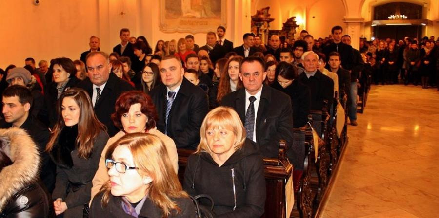 Župan Tomašević na polnoćki u Katedrali  sv. Terezije Avilske