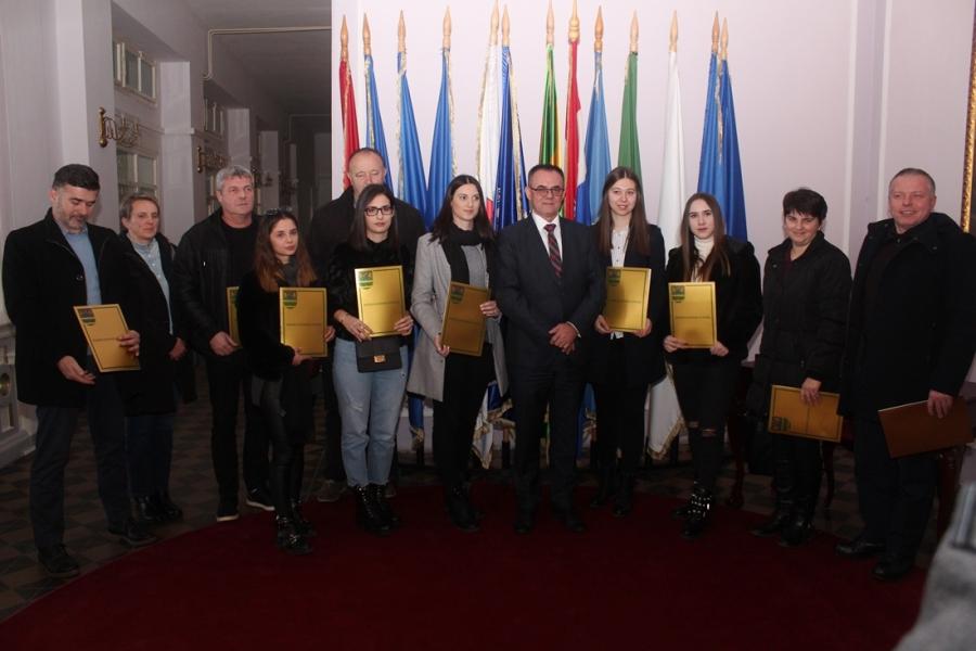 Župan dodijelio ugovore o stipendiranju
