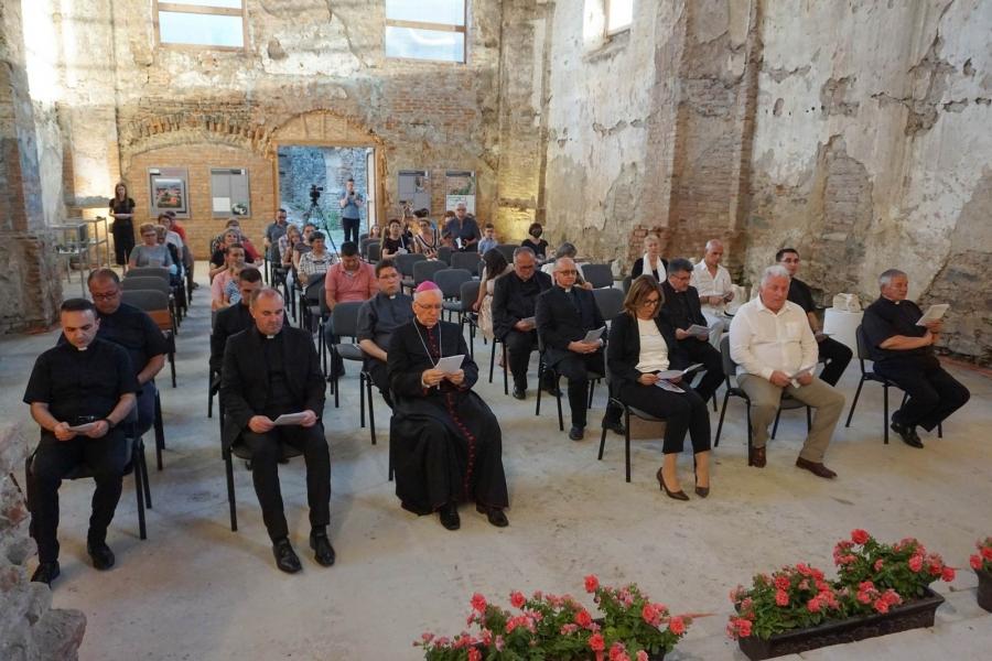 Koncert u kaptolačkom Starom Gradu povodom 800. obljetnice Požeškoga zbornog kaptola sv. Petra