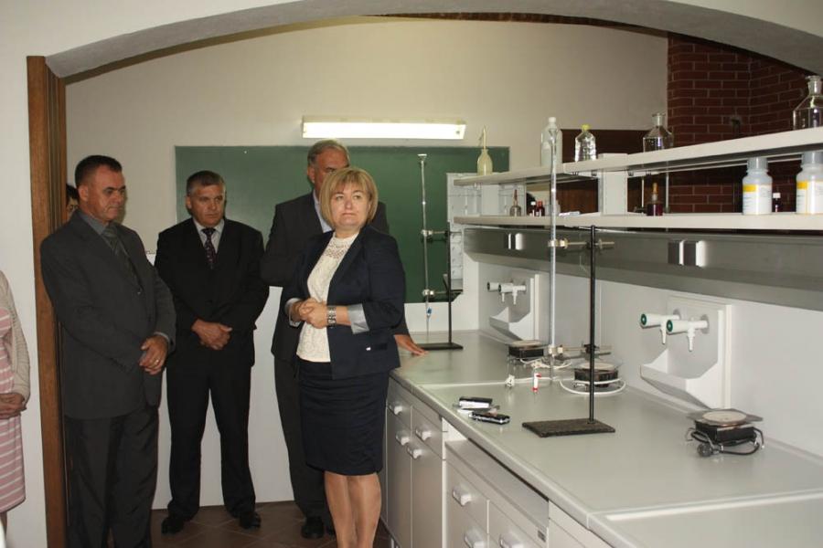 Poljoprivredno - prehrambena škola u Požegi dobila kemijski laboratorij