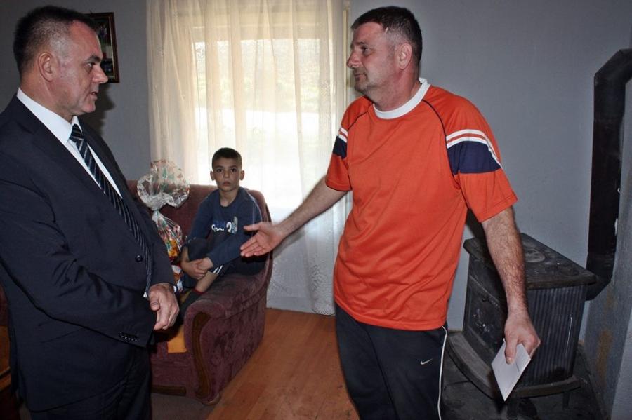 Župan umjesto Božićnog domjenka darivao socijalno ugrožene obitelji