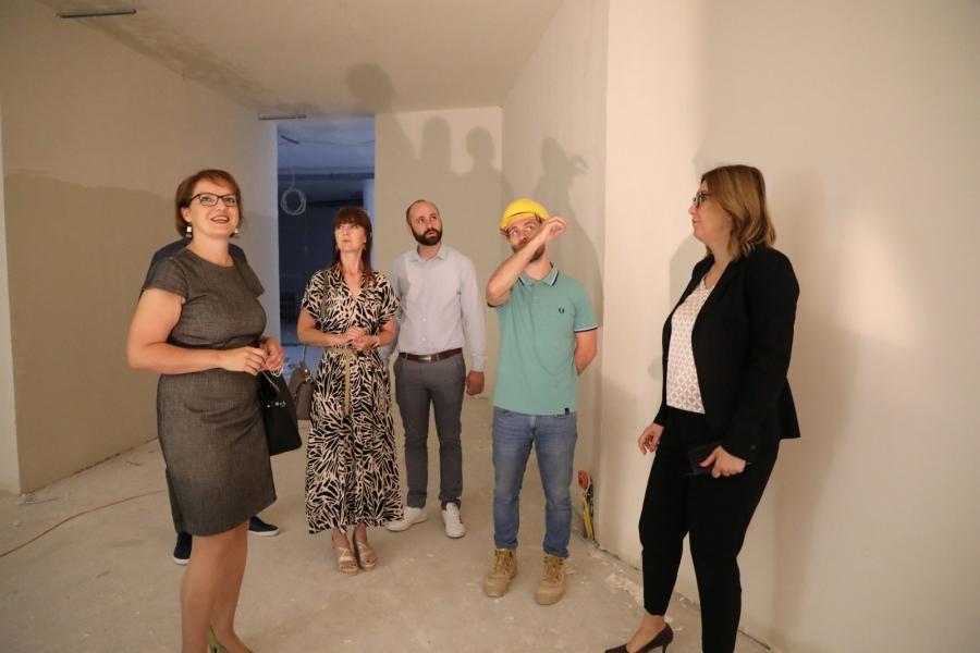 Gradonačelnica i županica obišle radove na uređenju Muzeja bećarca u Pleternici