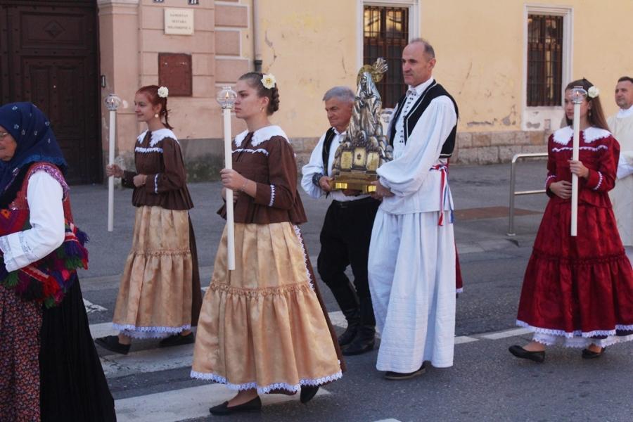 Procesijom i svečanim euharistijskim slavljem proslavljena Sv. Terezija Avilska