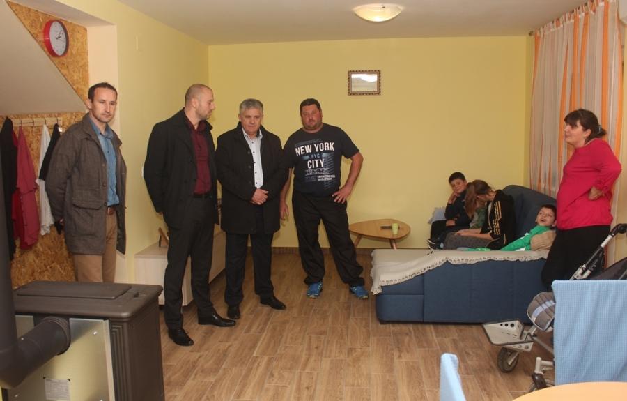 Završetak opremanja novoizgrađene kuće obitelji Korman iz Nove Ljeskovice