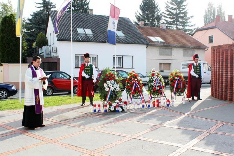 Odavanje počasti poginulim hrvatskim braniteljima uoči Dana neovisnosti