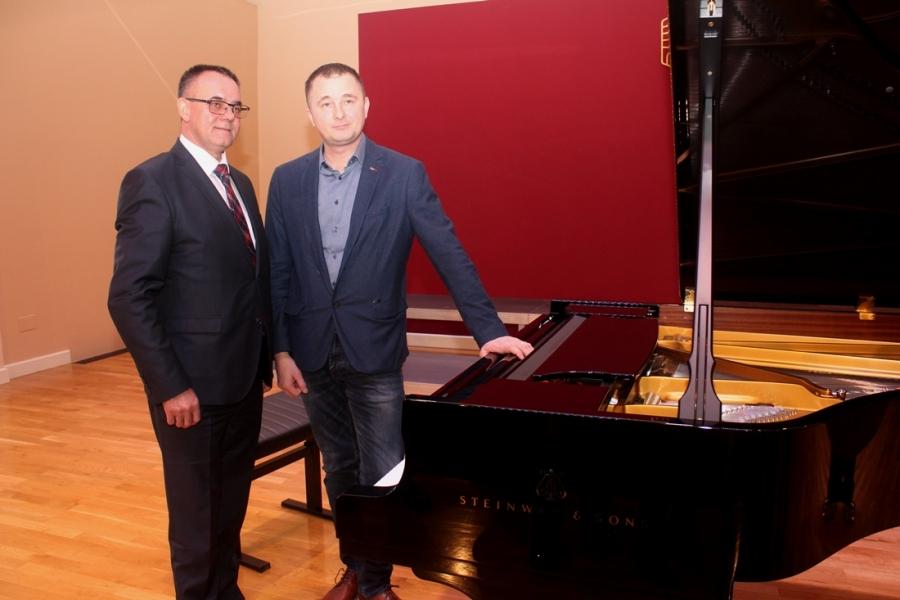 Tiskovna konferencija povodom inauguracije koncertnog klavira