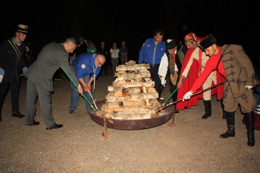 Ivanjskim krijesom simbolično pozdravljen dolazak ljeta