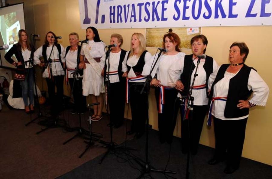 U Grabarju održan izbor najuzornije hrvatske seoske žene