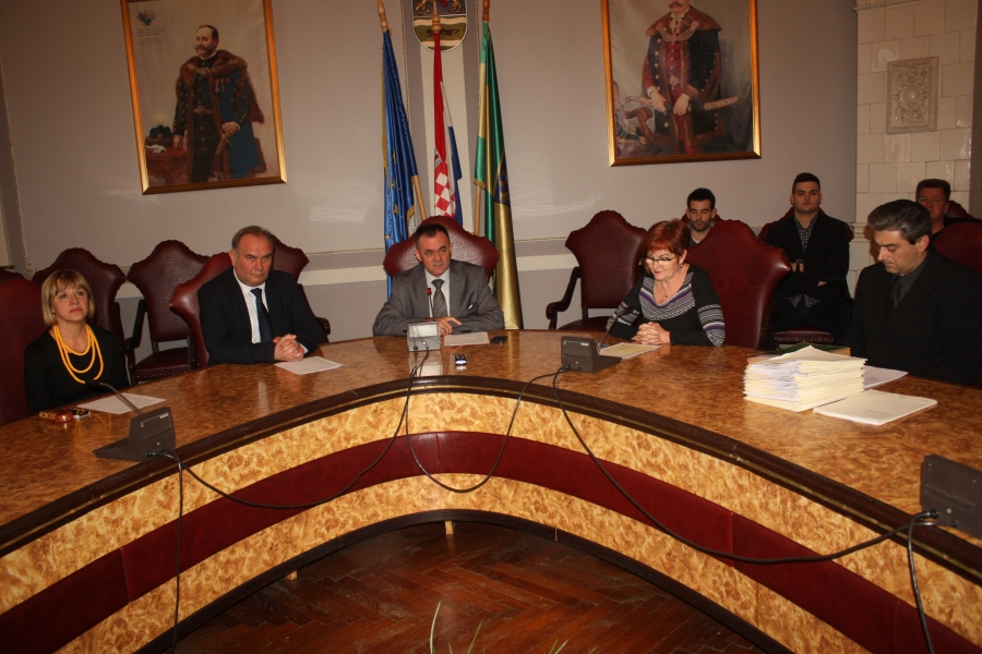 Župan potpisao ugovore sa novim stipendistima Požeško - slavonske županije