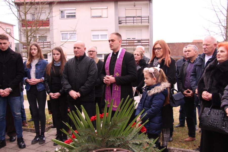 Polaganje vijenaca i sveta misa za poginule, nestale i umrle branitelje pleterničkog kraja