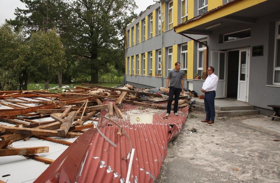 Župan posjetio zgradu škole u Čaglinu koju je uništilo olujno nevrijeme