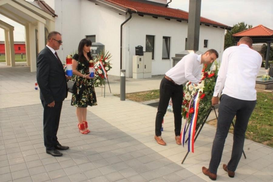 Na groblju sv. Marka u Kutjevu položeni vijenci za sve poginule hrvatske branitelje