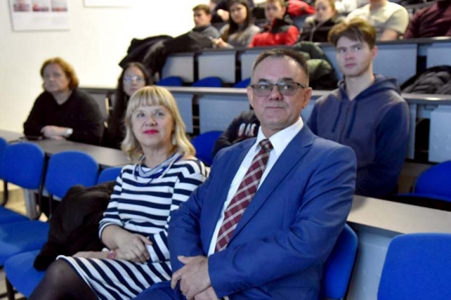 """""""Vrijeme istine"""" u požeškoj Gimnaziji: Predavanje učenicima završnih razreda o Domovinskom ratu"""