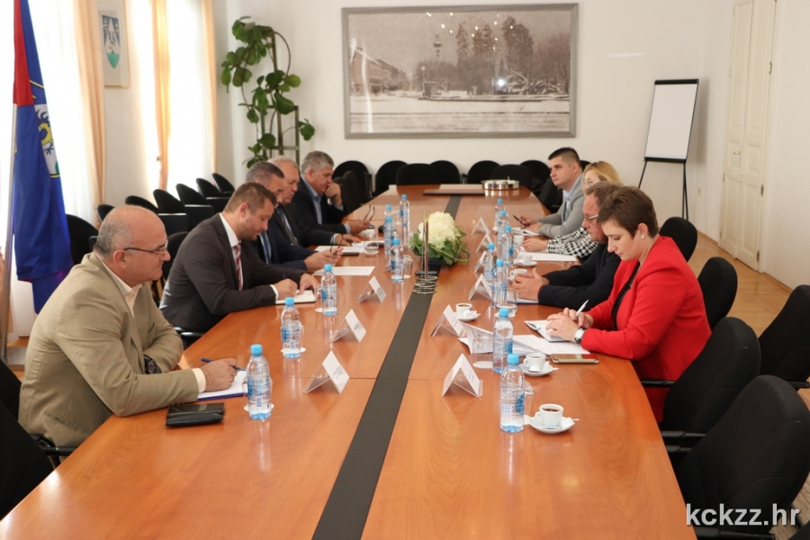 Devet partnerskih županija potpisale inicijativu za rješavanje prometne diskriminacije hrvatskih prijevoznika roba u tranzitu