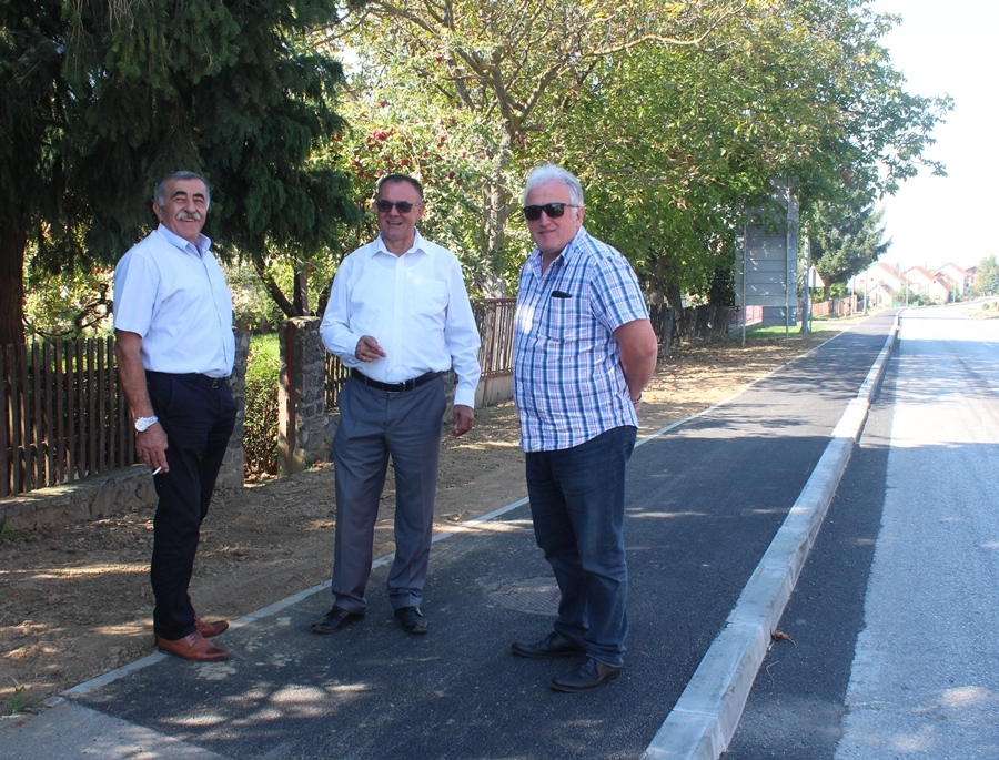 Župan u obilasku radova na nogostupu u Kaptolu