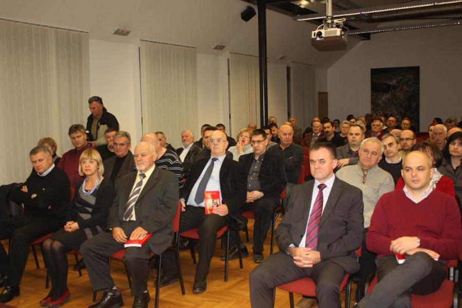 """Profesor Zdravko Tomac predstavio svoju knjigu """"Crveni predsjednik"""""""
