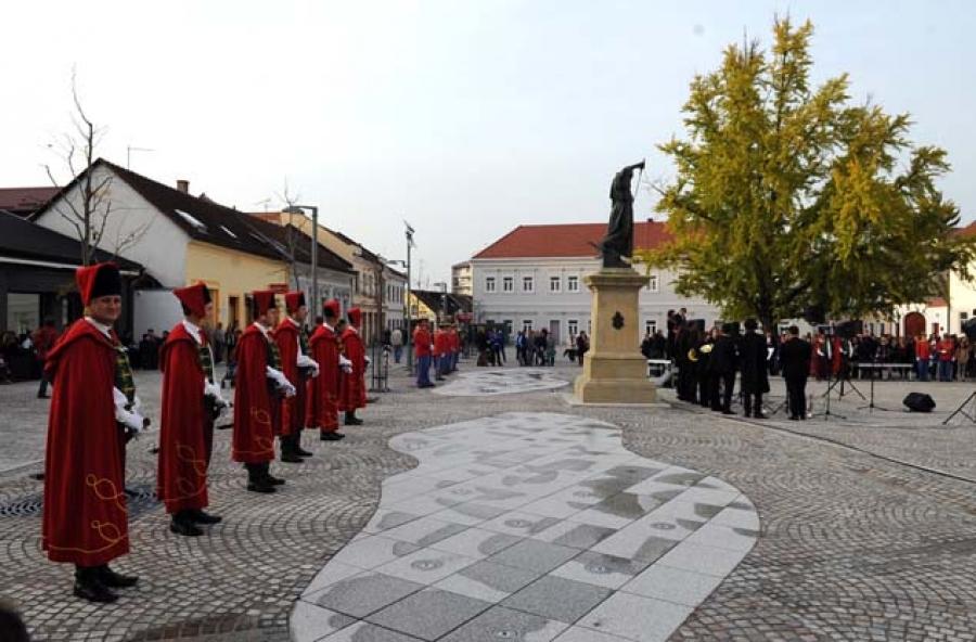 Otvoren Trg sv. Terezije Avilske u Požegi