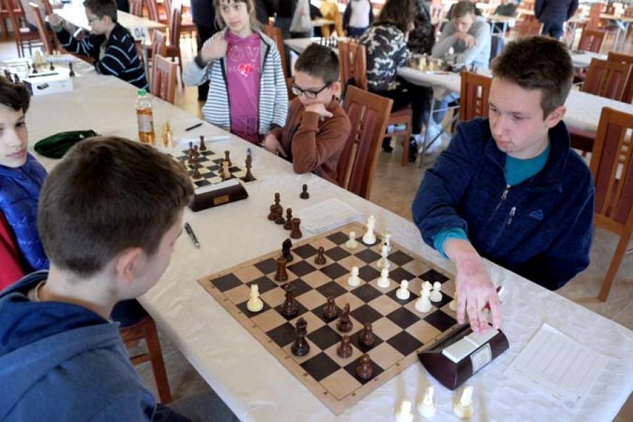 Održano ekipno kadetsko prvenstvo Slavonije u šahu