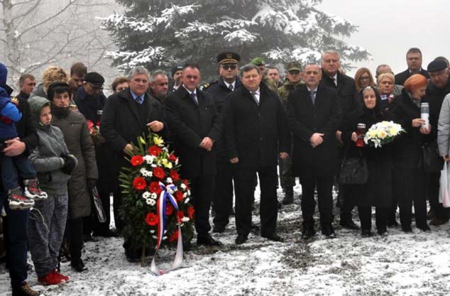 Otkriveno spomen obilježje na Papuku u čast poginulim hrvatskim braniteljima