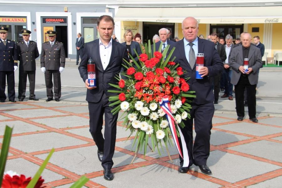 Polaganjem vijenaca obilježena 24. obljetnica Vojno-redarstvene akcije ,,Bljesak''