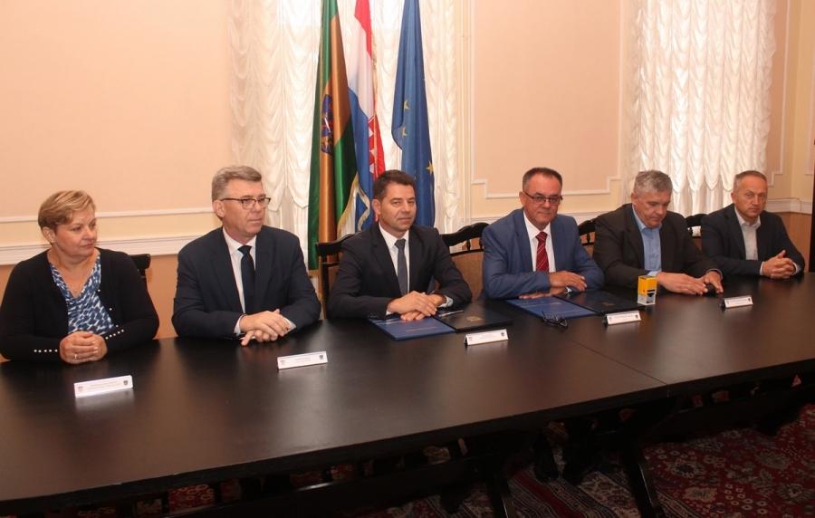 """Potpisan Ugovor kojim se nastavlja uspješna suradnja HŽ Putničkog prijevoza i Požeško-slavonske županije za """"studentski vlak"""""""