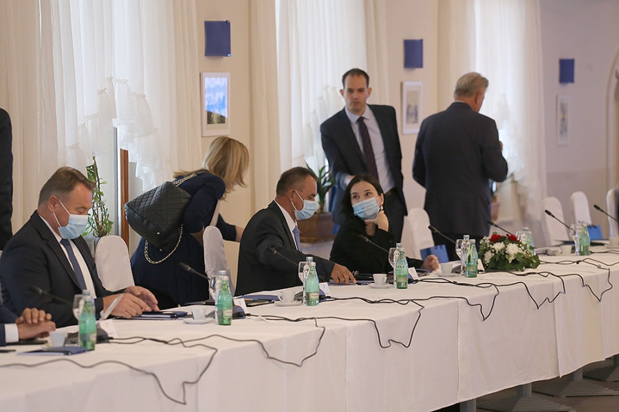 8. sastanak Vlade sa županima, predstavnicima Udruge gradova i Udruge općina održan u Gospiću